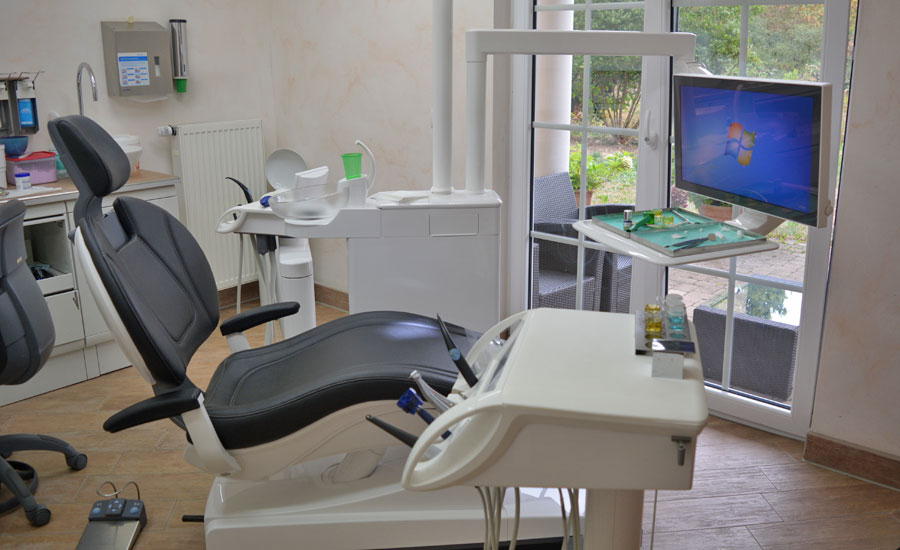 Behandlungsstuhl Zahnarztpraxis Retzlaff Bonn